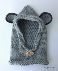 Gorro capucha para bebés. Un gorro bufanda de lana gris con botones y orejas b37ab807600