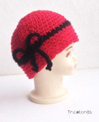 Gorro color cereza lazo rojo crochet. Gorro elegante a ganchillo de lana. 730c3b2f64a3