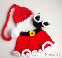 821a7344513 Conjunto de Navidad para niña de lana crochet. Una ropa de mama Noel  formado por falda